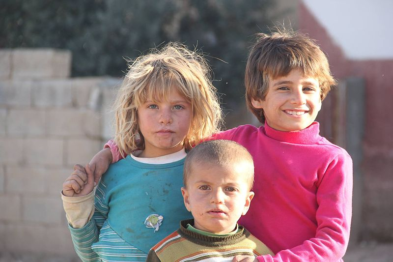 Kurdish_refugee_childs_from_kobane_in_suruc